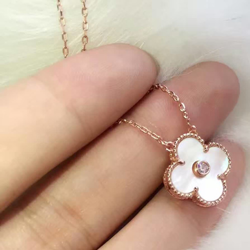 alhambra or rose replique van cleef & arpels white mother-of-pearl round diamond pendentif